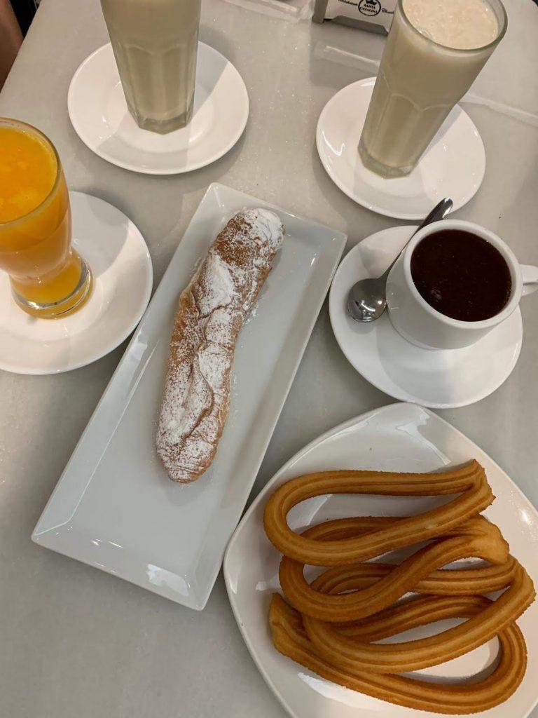 チュロス・コン・チョコラテ